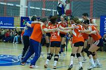 Olomoucké volejbalistky (v oranžovém) porazily Přerov 3:0 a získaly extraligový bronz
