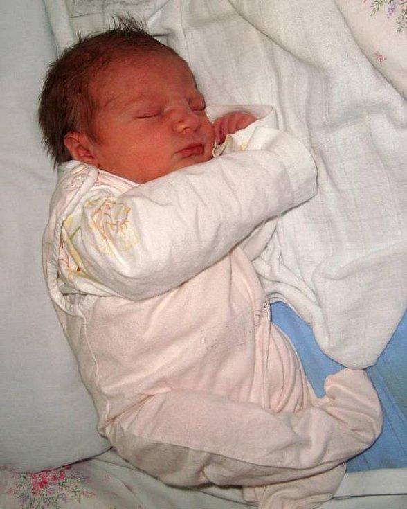Ella Kubaláková, Nová Ves, narozena 16. listopadu ve Šternberku, míra 49 cm, váha 2900 g.