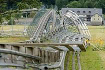 Zničené atrakce rekreačního střediska v Dolní Moravě, kvůli silnému větru