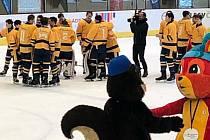 Hokejisté Olomouckého kraje (ve žlutém) vybojovali bronzové medaile na Olympiádě dětí a mládeže.