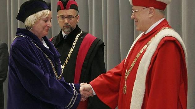 Milana Hušáková a rektor Dvořák.