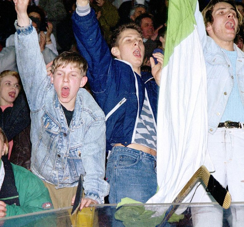 Oslavy extraligového titulu v olomoucké plecharéně 11. dubna 1994