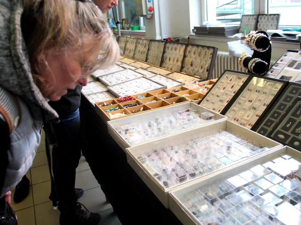 Tradiční prodejní výstavu minerálů a šperků Mineral Expo hostí o víkendu Střední škola polytechnická v Olomouci. Pořadatelé zvou všechny malé i velké příznivce přírodních kamenů, fosílií, šperků a dekorací z nich.