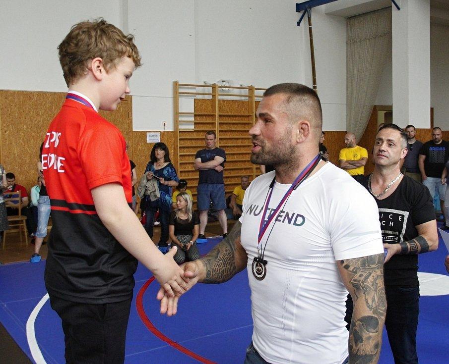 Karlos Terminátor Vémola zavítal na turnaj mladých zápasníků v Olomouci.