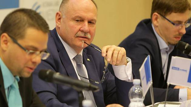Hejtman Olomouckého kraje Ladislav Okleštěk