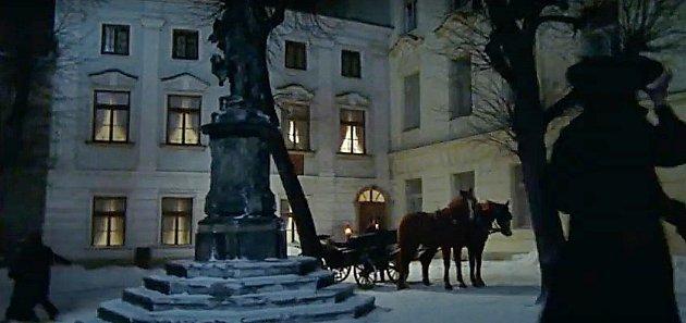 Screen zfilmu Doktor Živago. Žerotínovo náměstí