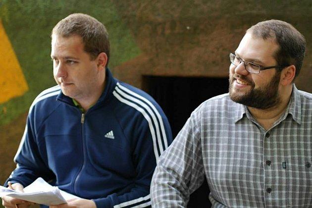 Absolventi Univerzity Palackého Tomáš Uher (vpravo) a Milan Cyroň se pustili do svého dalšího snímku. Tentokrát snázvem Pláč svatého Šebestiána. Na to, aby film vznikl, se však můžete podílet ivy.