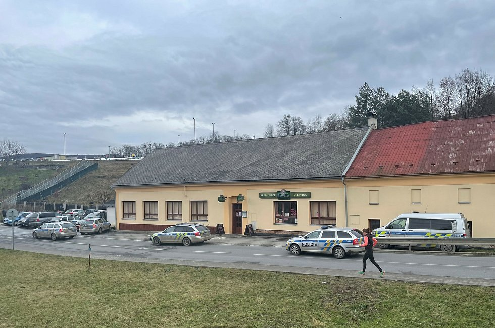 Rebelující hospoda U Ervina v Hlubočkách v sobotu opět otevřela návštěvníkům. Následoval zásah policie, 23. ledna 2021
