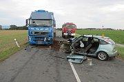 Srážka fordu s náklaďákem mezi Uničovem a Medlovem