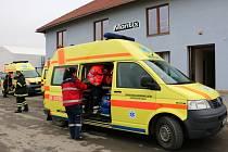 Zásah hasičů a zdravotníků při otravě lidí plynem ve firmě Montix v Horce nad Moravou