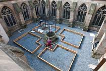 Rekonstrukce středověkého Rajského dvora v sousedství katedrály sv. Václava v Olomouci