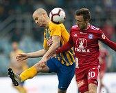 SFC Opava proti Sigmě Olomouc.  Jan Schaffartzik (SFC Opava), Šimon Falta (SK Sigma Olomouc).