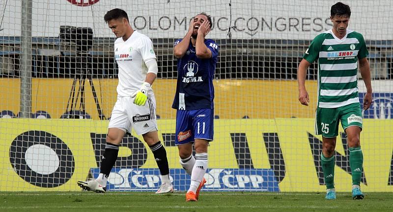 Zklamaný Pablo González (uprostřed)