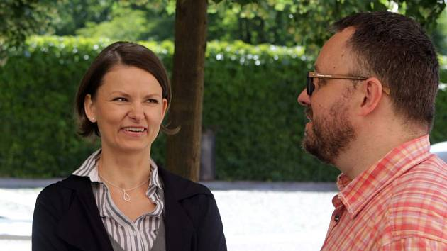 Autor knižních předloh pro cyklus Detektivové od Nejsvětější Trojice Michal Sýkora a představitelka olomoucké komisařky Výrové Klára Melíšková