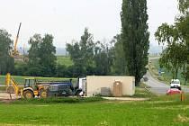 Stavba benzínové pumpy u Velkého Týnce