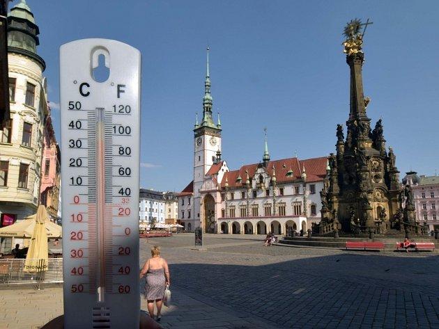 Teplota na Horním náměstí v Olomouci v pátek 7. 8. 2015 v 16.00 hod
