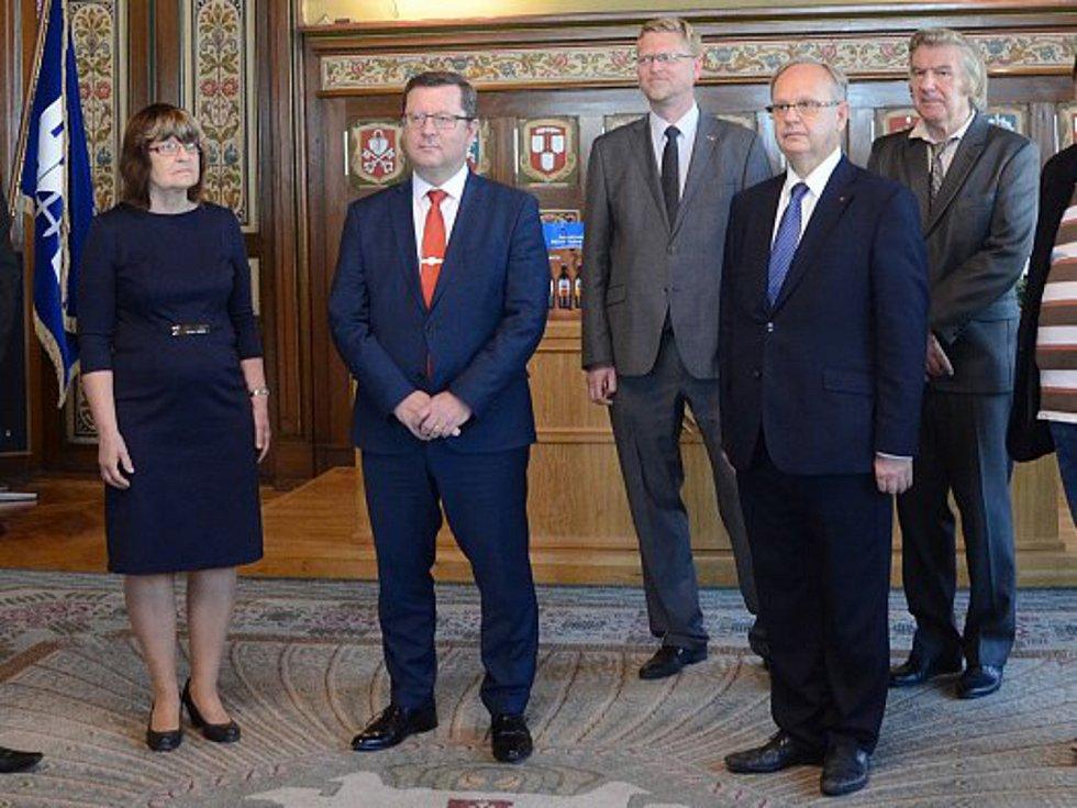 Ministr kultury Antonín Staněk (druhý zleva)