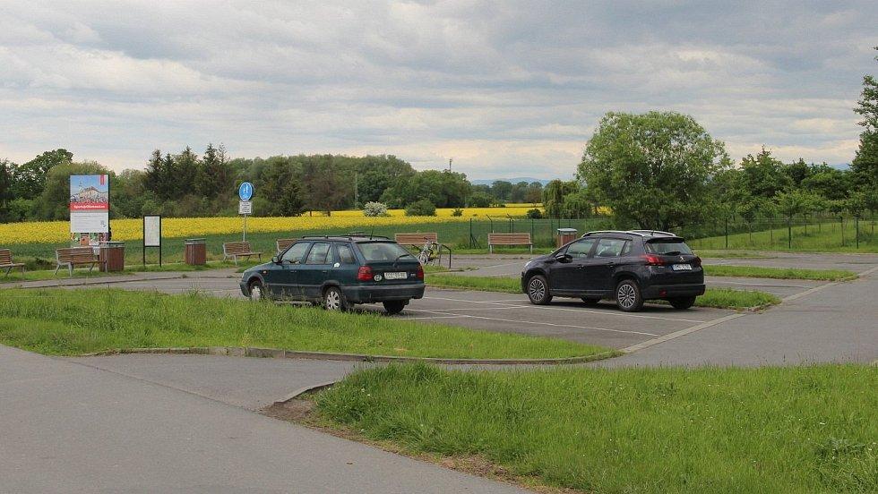 Nová cyklostezka podél Chválkovické ulice v Olomouci naváže na již vybudovaný úsek z Týnečka na parkovišti u in-line stezky