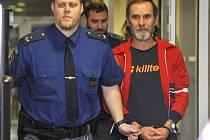 Leopold Ťuka (na snímku u olomouckého krajského soudu) obžalovaný z vraždy své matky ve Štarnově