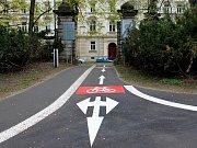 Nové výrazné značení cyklostezek ve Smetanových sadech