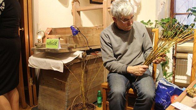 V Litovli oživla řemesla. Psalo se brkem, lilo olovo a brousilo sklo