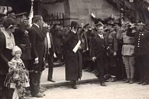 Prezident T. G. Masaryk před olomouckou radnicí 18. září 1921, společně s olomouckým starostou JUDr. Karlem Marešem.
