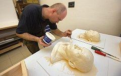 Restaurátorská dílna Vlastivědné muzeum v Olomouci připravuje kopie posmrtných masek Masaryka, Beneše a Štefánika.