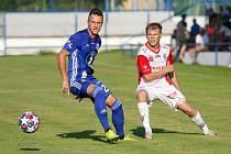 FK Pardubice (v bíločerveném) proti Sigmě Olomouc v letní přípravě