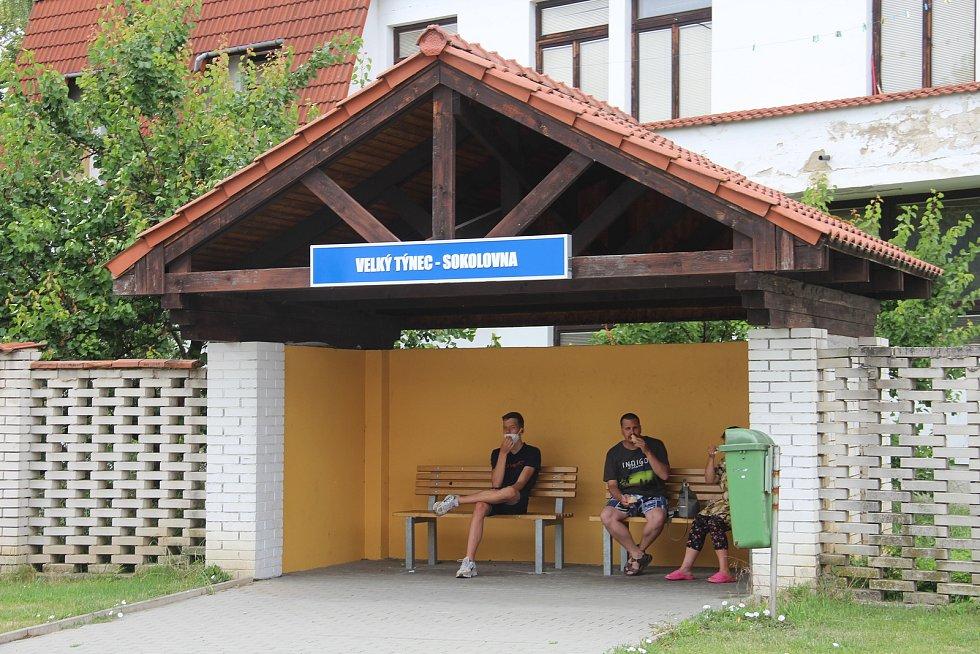 Autobusová zastávka ve Velkém Týnci