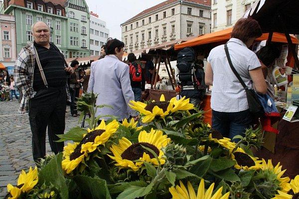 Biopečivo, zelenina, uzeniny, ekokosmetika, fair trade, biobavlněné či třeba rukodělné výrobky nabídnul návštěvníkům sobotní druhý ročník olomouckého BIOjarmarku.
