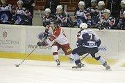 Olomoučtí hokejisté (v bílém) porazili Plzeň 3:1