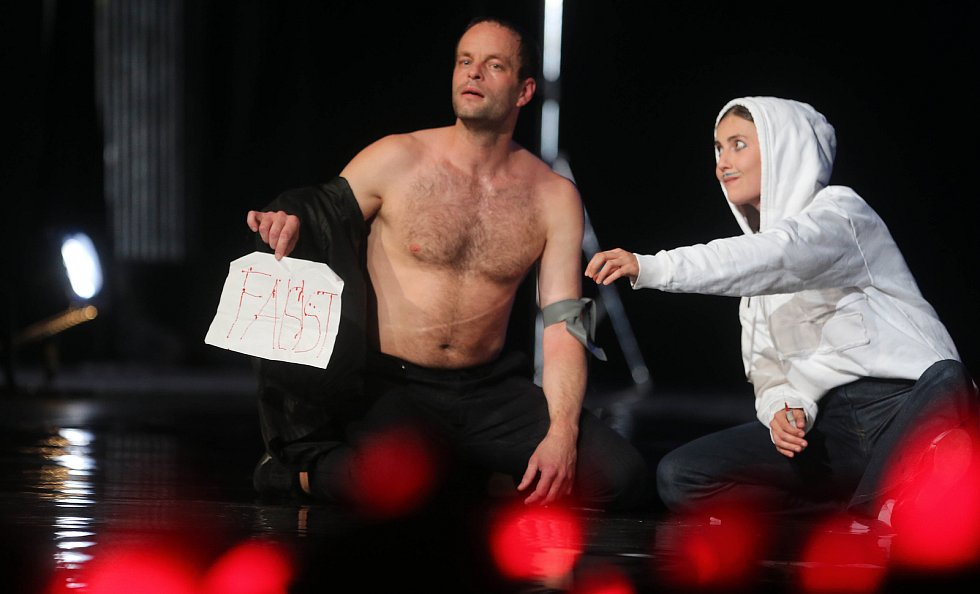 Faust v podání Divadla pod Palmovkou na Divadelní Floře Olomouc 2019
