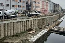Protipovodňová opatření u řeky Moravy v centru Olomouce, podoba nábřežních zdí, 29. září 2021