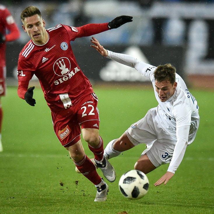 Utkání 19. kola první fotbalové ligy: Baník Ostrava - Sigma Olomouc, 14. prosince 2018 v Ostravě. Na snímku (zleva) Lukáš Kalvach a Ondřej Šašinka.