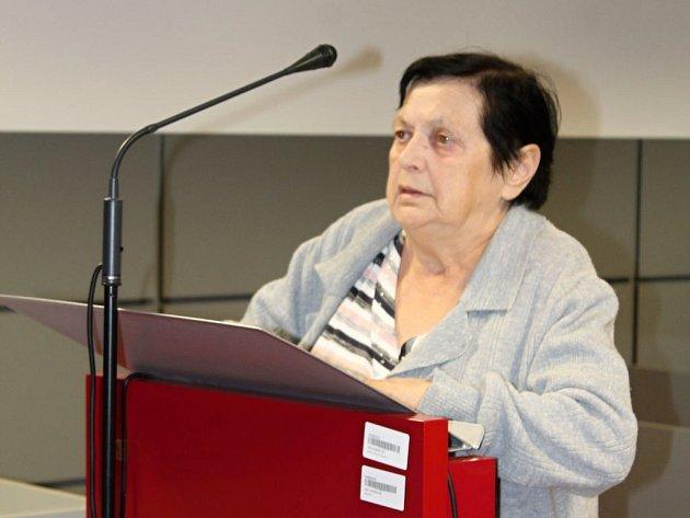 Třiasedmdesátiletá Jiřina Petřeková u soudu v Olomouci