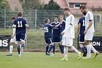 Fotbalisté Uničova porazili HFK Olomouc (v bílém) 4:1.