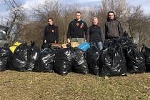 Šternberští dobrovolníci uklidili okolí vodních ploch