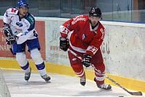 Útočník HC Olomouc Tomáš Zbořil (č. 27).