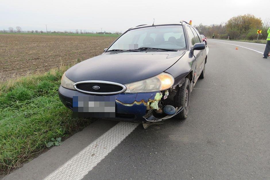Srážka náklaďáku a dvou osobních aut na silnici mezi Olomoucí a Litovlí