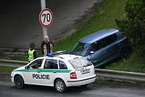 Dle vyjádření řidiče je na vině nákladní vůz, který z místa odjel.