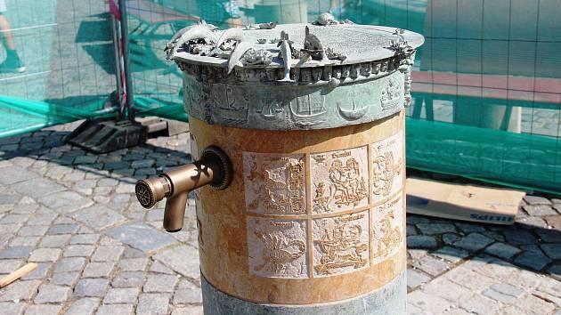 Na Horní i Dolní náměstí instalují nová pítka z dílny světoznámého sochaře a olomouckého rodáka Ivana Theimera