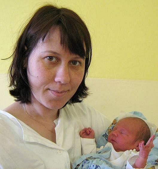 Jakub Šmakal, Holice, narozen 15. března v Olomouci, míra 50 cm, váha 3450 g