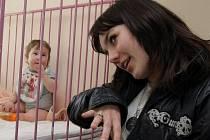 Ewa Farna na návštěvě na dětské klinice v olomoucké fakultní nemocnici.
