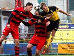 Fotbalisté Nových Sadů (ve žlutém) proti Konici
