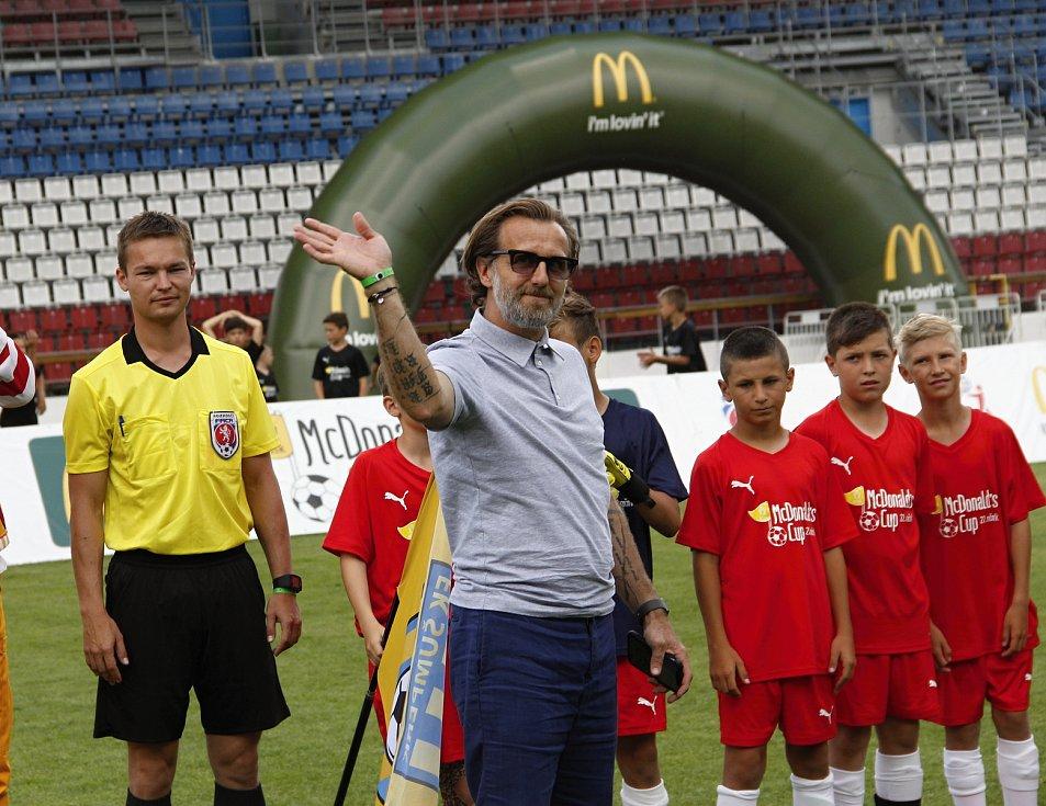 Hráči ZŠ Sluneční Šumperk ovládli 22. ročník McDonald's Cupu.Karel Poborský