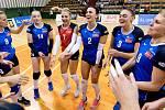 Olomoucké volejbalistky (v modrém) porazily na úvod sezony Olymp 3:0.