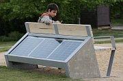 Tzv. chytrá lavička s wi-fi a dobíjením v Litoměřicích