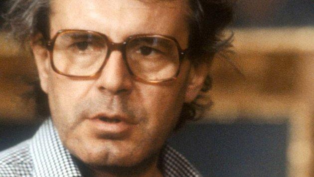 Režisér Miloš Forman při natáčení filmu Amadeus v roce 1983