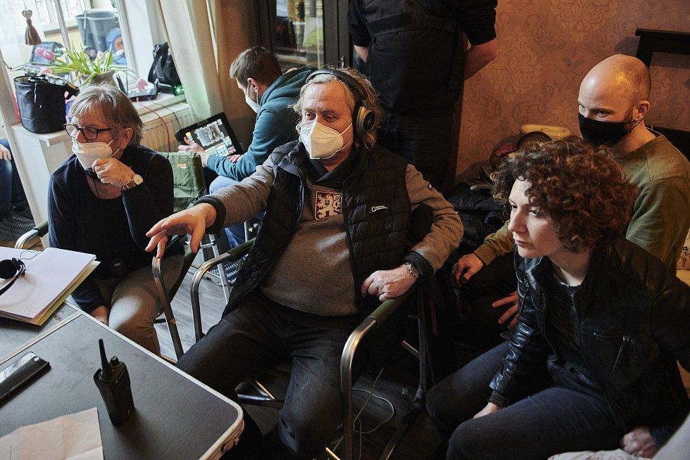 První natáčecí dny čtyřdílného seriálu Pozadí událostí v režii Jana Hřebejka, 25.-26. 1. 2021