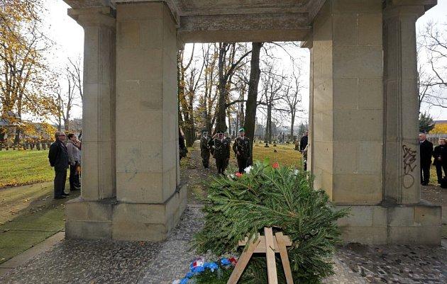 Den veteránů na vojenském hřbitově volomoucké čtvrti Černovír